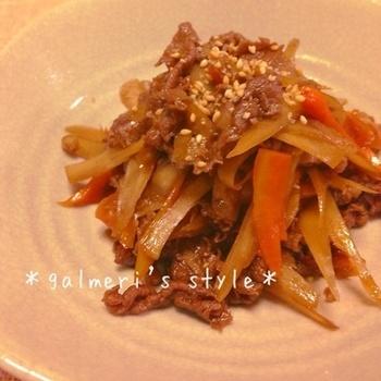 こちらは隙間おかずに活躍するレシピ。牛肉とごぼうのしぐれ煮です。甘辛味なのでごはんのお供にぴったりですし、野菜もしっかりとれるうれしいレシピです♪