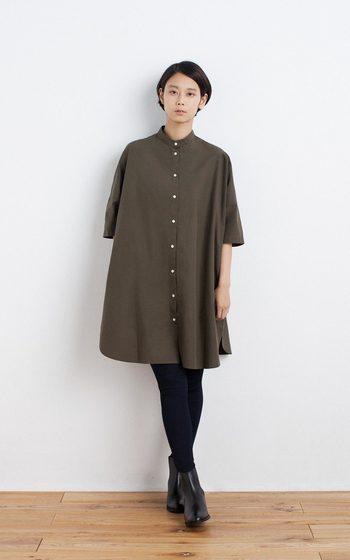 シンプルなシャツワンピをサラッと1枚。黒タイツからショートブーツへのつながりは、美脚&スタイルUP効果抜群です!