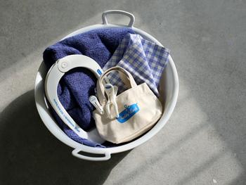ミニサイズとは言っても横幅は20cm、マチも10cmほどあるので普通のトートバッグとしても使えます。お財布を入れてちょっとしたお買い物にも行けちゃいますね♪