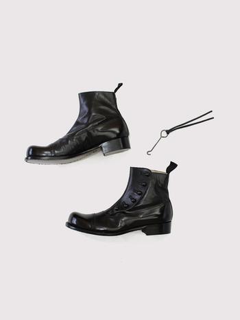 ここ数年、秋の定番となりつつある「ショート丈ブーツ」。足元がグッと秋らしくなるので、この季節の要チェックアイテムです♪