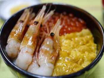 朝市とベイエリアに店鋪を持つ「きくよ食堂」は昭和31年創業の老舗。お米は道産ゆめぴりか、そのほかいくら・かに・うになどそれぞれの素材にこだわりを持っています。