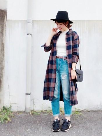 Tシャツ+デニムに、チェックシャツワンピを羽織って夏→秋に様変わり。ロング丈だと暖かいので機能的にも◎色味も秋っぽくて良い感じですね*
