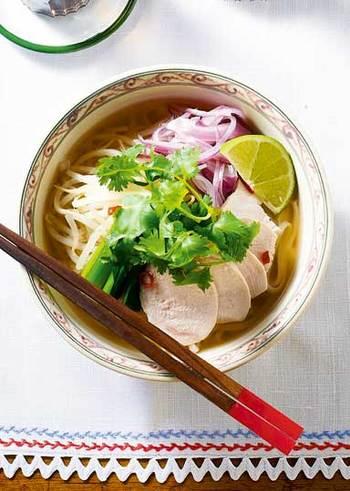 お店で食べてから、フォーの美味しさにハマる人は多いですよね。さっぱり食べられるベトナムフォーも、基本のレシピを覚えて我が家のレシピに加えてみては?