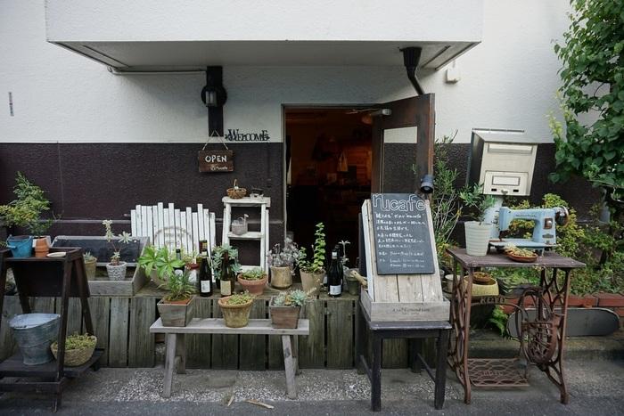 「nu cafe(ヌーカフェ)」は「洋服のお直し」と「カフェ」が融合したお店。とても珍しいカフェですよね。