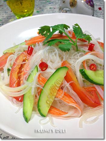 ヤムウンセンとは、タイのサラダのこと。塩気が強いナンプラーの旨みが加わって、お酒のおつまみにもご飯のおかずにもなりそうな簡単なレシピは助かります!