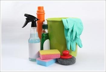 お酢が残ってしまったら、お掃除や防臭に使ってみてはいかがでしょうか? 酸性のお酢には、水垢や石鹸カスなどアルカリ性の汚れを中和する効果があります。