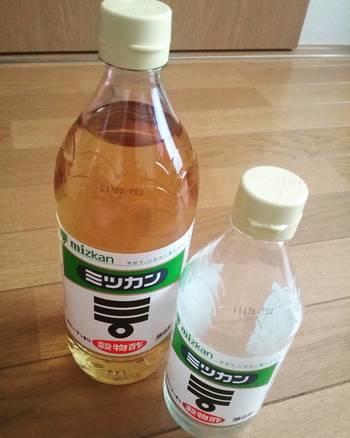 お酢には、米酢、果実酢など色々な種類がありますが、お掃除に向いているのは穀物酢やホワイトビネガーです。