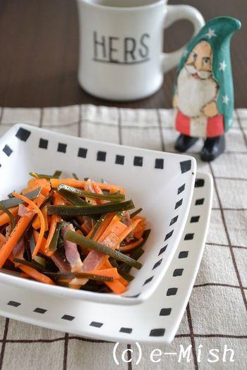いつものきんぴらにベーコンを入れて、洋風にアレンジ。お弁当にもおすすめです。