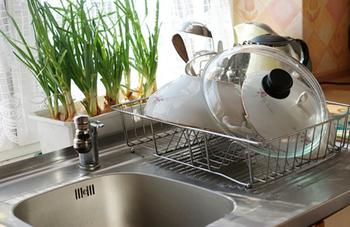お風呂場の排水口のお掃除方法などは、もちろん台所でも使えます。 調理をする場所は、なるべく体に安全なものを使って綺麗にしたいですよね。