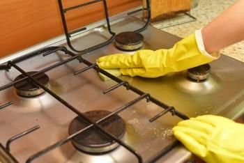 ガス台も、お酢スプレーをかけしばらく置いておくと汚れが拭き取りやすくなります。