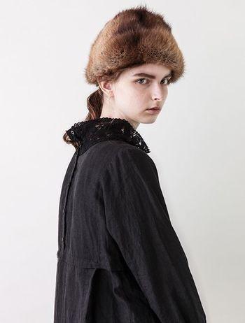 nest Robeの2016年AWのテーマは、「THE CIRCUS(ザ サーカス)」。ヴィクトリア時代のイギリスのサーカスの舞台裏をイメージしています。  ヴィクトリア時代に、一般の人たちが着ていたような衣服のディテールをナチュラルに取り入れるセンスは、見ていてはっとさせられます。