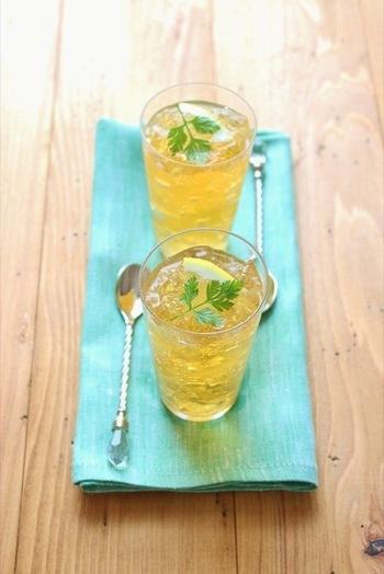 さっぱりとしたジャスミンティーのゼリーにレモンシロップをかけた、食後にぴったりのスイーツです。