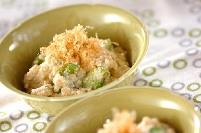 ソラ豆グリーンと豆腐のホワイトの色合いが見た目にも綺麗な副菜レシピ。ソラ豆が手に入らない時期は、冷凍やキドニービーンズなどお好みの缶詰でもOKです。