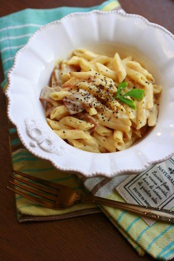 生クリームの代わりに豆腐クリームを使ったヘルシーなカルボナーラ風パスタ。ダイエット中にも嬉しいレシピです。