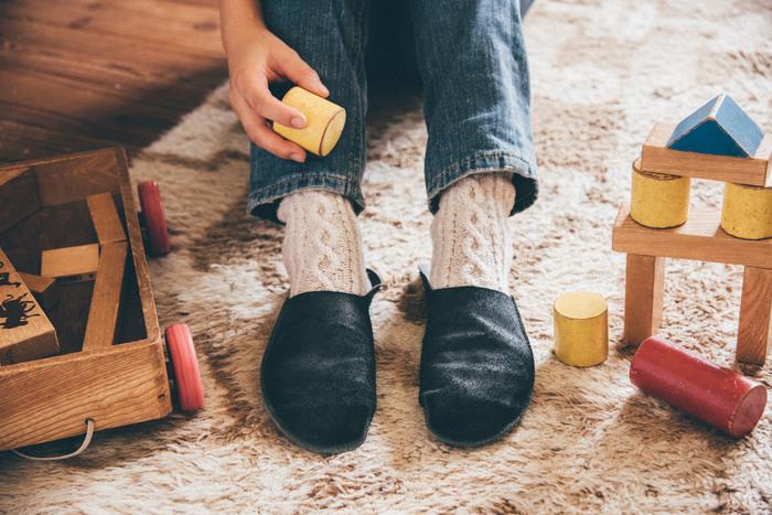 スリッパ嫌いの人さえも魅了してしまう履き心地抜群のトートーニーのスリッパ。牛の一枚革を一ヵ所のみ縫製して作られたもの。使っていくうちにどんどんと足になじんでいき、その上、革なのに丸洗いできるという驚くべきメリットも!