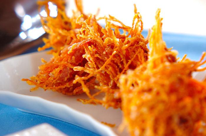 色がとっても鮮やかで華やか。ハムと一緒に揚げてあるのでそのまま食べて十分美味!薄めのころもでサクッと揚げてください。とってもお手軽に作れるオススメレシピ♪