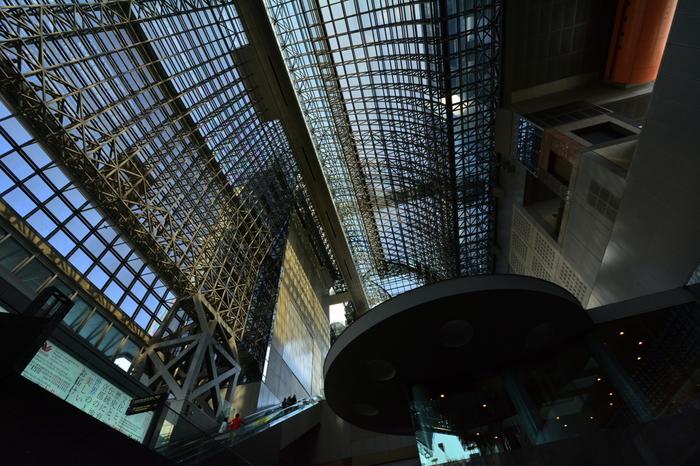 【中央コンコースから臨む駅ビル東側の天蓋。】