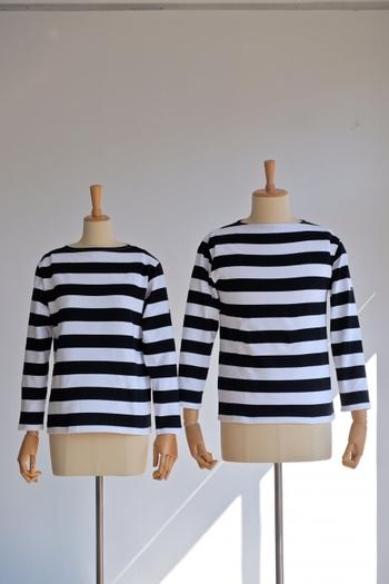 男性・女性どちらにもおすすめのデザイン。少し長めの9部袖もバスクシャツの魅力の一つですね。肌の露出を抑えながら、動きやすさも考えられています。