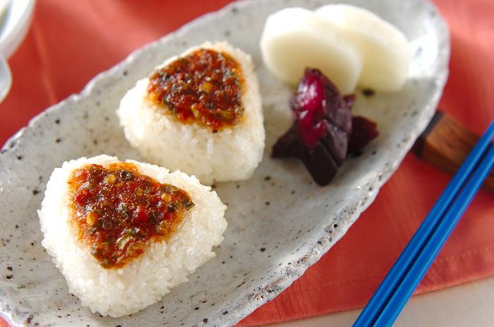 ネギと味噌と鰹節の風味豊かな焼きおにぎりのレシピです。