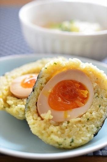 カレー味のごはんと煮卵の組み合わせは、大人も子供も大好きな組み合わせ!
