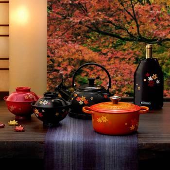 「JAPONESQUE」コレクションの第二弾として9月21日から発売されている『MOMIJI』シリーズ。日本の美しい秋の景色をイメージさせる「もみじ」をモチーフにしたココットやストーンウェアが揃っています。
