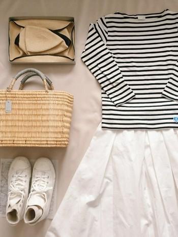 ガウチョパンツやスカーチョなどワイドなシルエットのパンツが流行っていますが、ロングスカートも秋のコーデには欠かせない存在。