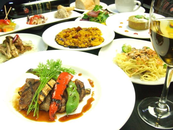 前菜、パスタ、メインのお肉料理、鮮魚料理など、らんまんでは豊富なメニューが用意されています。
