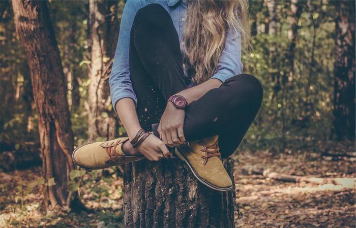 落ち着いたファッションを楽しみたくなる季節。ファッションに合わせて、腕時計も新調してみてはいかがでしょうか?レザーベルトの腕時計なら秋冬らしくもあり、オンとオフのどちらでも身につけられるデザインのものが多いですよ*