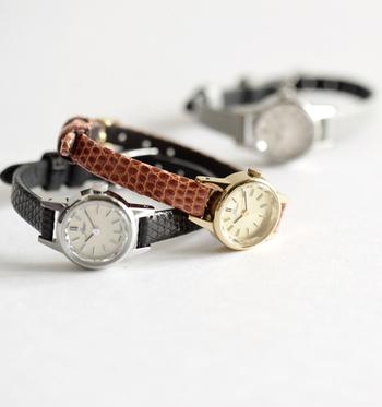 「アンティークは新たなベーシック」をコンセプトに展開しているメイドインジャパンの時計ブランド「Fleur(フルール)」。  こちらの腕時計は型押しではない、天然のリザードレザーをベルトに使用しています。