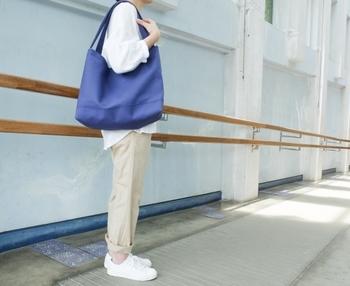 サイズはMとLの2種類。ちょっと個性的なデザインがとても可愛らしいバッグです。