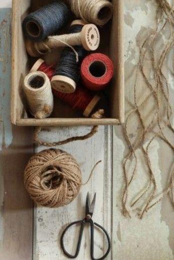 材料は、お好みの色の麻紐とハサミのみ♪