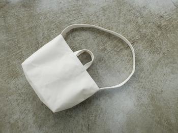 短い持ち手も付いているので、トートバッグとして使うこともできます。