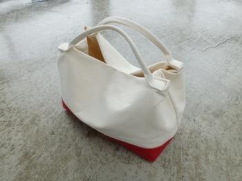SATTE HANPUのトートバッグ「Mサイズ以上」に入れることができるバッグインバッグ。ポケットやジッパーなどは付いていない、とてもシンプルなバッグです。