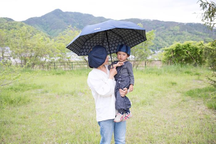 いつもバッグの中にしのばせておけば、急な雨が降っても安心。気持ちが憂うつになってしまう雨の日にも、イヤマちゃんの愛らしいロゴマークで笑顔になれそうですね。