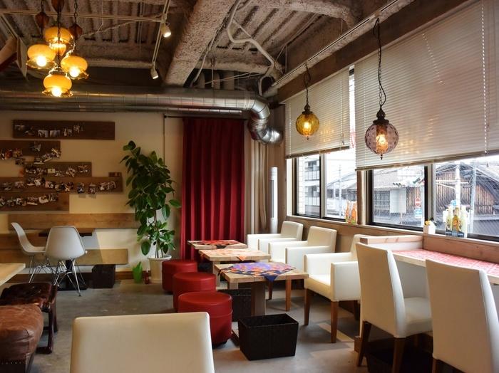 京都駅から北へ徒歩5分ほどのところにある、京都や大阪に店舗を構える「お好み焼き京ちゃばな」が創ったカフェ「saredoかふぇ(サレドカフェ)」。美味しいごはんもスイーツもいただけるお店です。