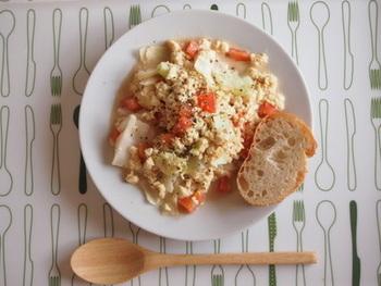 キャベツ・トマトという健康食材に、豆腐を合わせてカロリーオフ。オリーブオイルを使って、隠し味は発酵食品のお味噌、と、どこまでも身体に優しいレシピです。