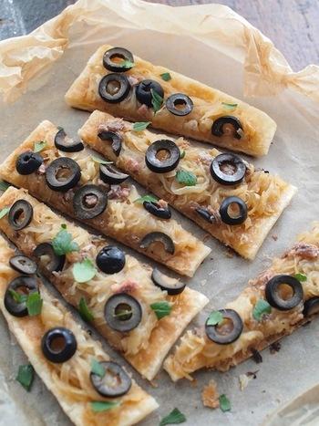 フライパンで作るパイピザ。おしゃれなおつまみがサッとできるのは嬉しいですね。急な来客にもよさそうです。