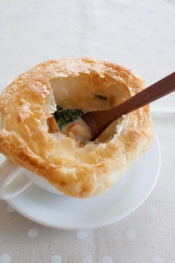 シチューだけでも美味しいのに、パイをかぶせると開ける楽しみやサクサクの食感がより美味しく感じさせてくれるのが不思議ですね。