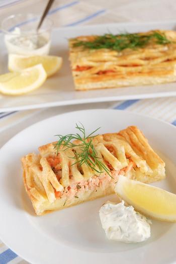 レモンが爽やかに香るサーモンパテと優しい甘さのマッシュポテトをパイで包んだ、ボリュームたっぷりの一品。パイ生地はお魚とも相性が良いですよ。