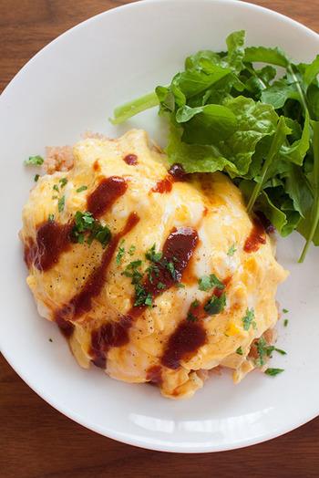 こちらはこだわりソースのオムライス。チキンライスに赤ワイン入りのケチャップとバターを加え、半熟卵を乗せると本格的なオムライスになるんだそうです。
