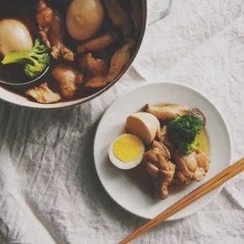 ジューシーな味わいの唐揚げや、コトコトと煮込んだ煮物料理、おつまみにピッタリな塩焼きなど、鶏手羽にはたくさんの美味しいレシピがありますよね。 今回は鶏の「手羽先」と「手羽元」を使って、お家でも簡単にお店みたいに美味しく作れちゃうレシピを紹介していきます♪
