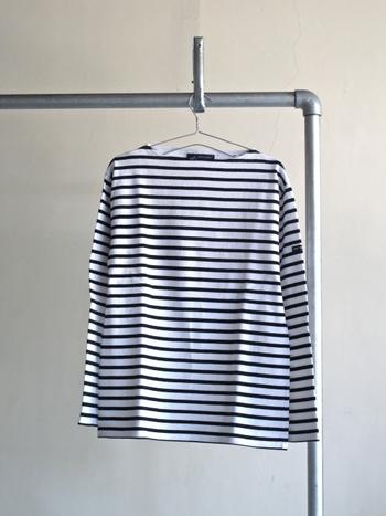 1枚は持っていたい人気定番ブランド。厚手の綿素材で作られており、1枚でさらっと着る事ができます。