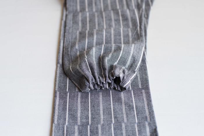 裾部分はゴムが入っており、ストレートでも絞っても楽しめるデザイン。気分やコーディネートに合わせて変えることができます。