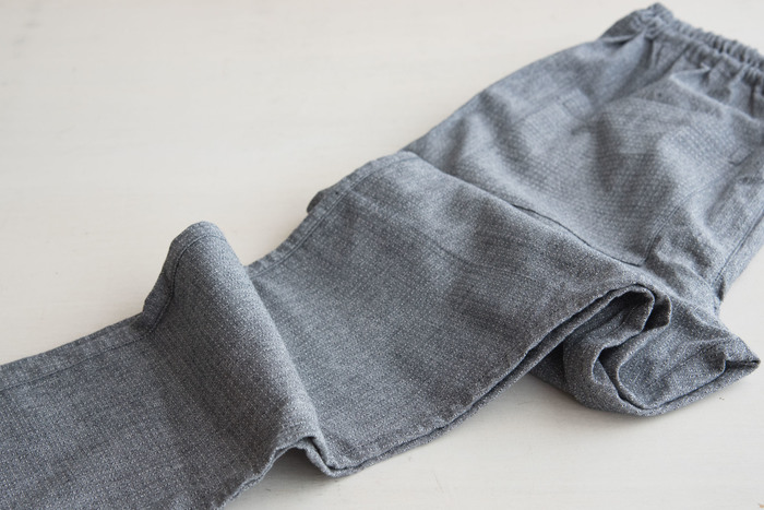 ストレッチタイプはより伸縮性に優れた布に改良されています。よりスッキリと、快適に着こなしたい人にぴったりのデザインです。