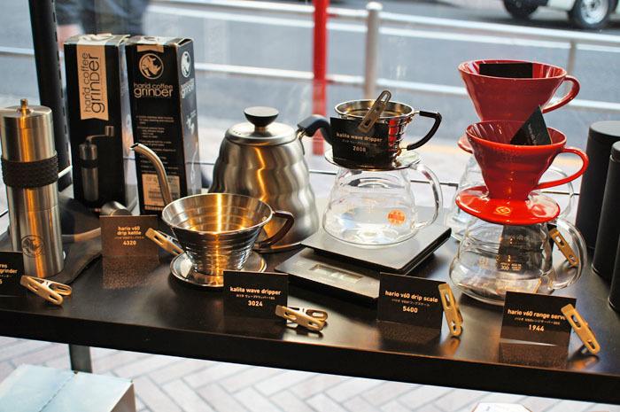 お家でも美味しいコーヒーを楽しめそうな道具の数々。