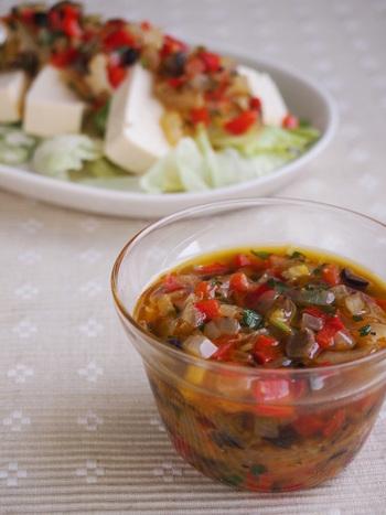 野菜がたくさんとれる「食べるドレッシング」。炒めることで、引き出された野菜のうまみが感じられます。サラダだけでなく、肉や魚とも相性バツグン。おもてなし料理にも、おすすめです。