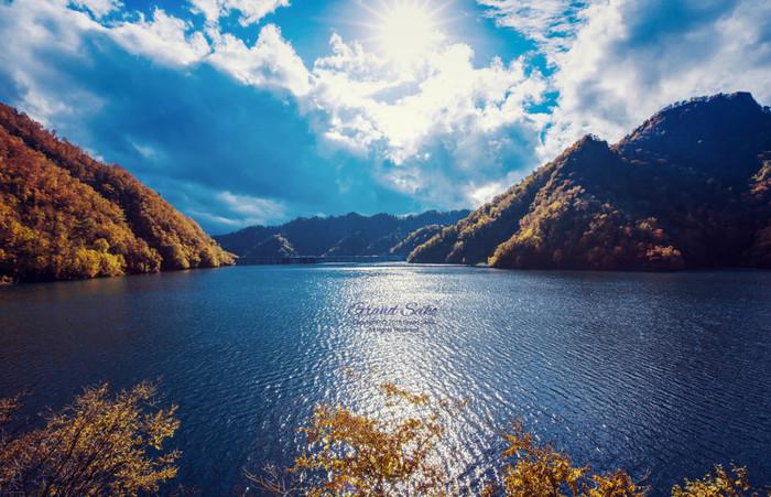 定山渓ダムの水をたたえた広大なダム湖は、「さっぽろ湖」と呼ばれます。車を停めて一息つける展望台や下流園地などで、清々しい水と森林の香りを胸いっぱいに吸い込んで。