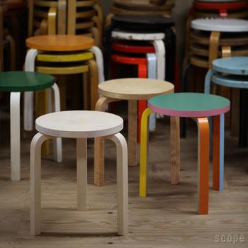 アルテックは、1935年創業の、フィンランドの家具ブランド。歴代の北欧デザイナーの巨匠たちによってデザインされた、シンプルかつ有機的なアイテムが人気のブランドです。