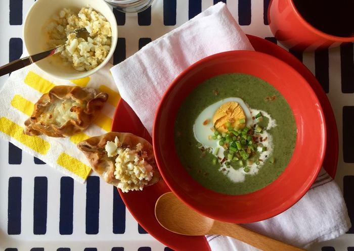 「フィンランドソウルフード朝ごはん」の会 メニュー:カレリアパイ、茹で卵入りほうれん草のスープ、コーヒー