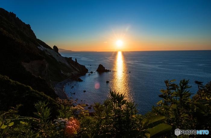 海に面した祝津エリアは景色の美しさも格別。祝津パノラマ展望台では、朝夕それぞれに特別な眺めを楽しむことができます。